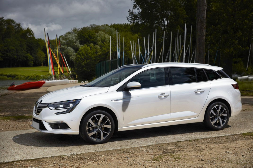 Renault Megane IV Grandtour Kombi Nakładka (listwa) ochronna na zderzak  tylny